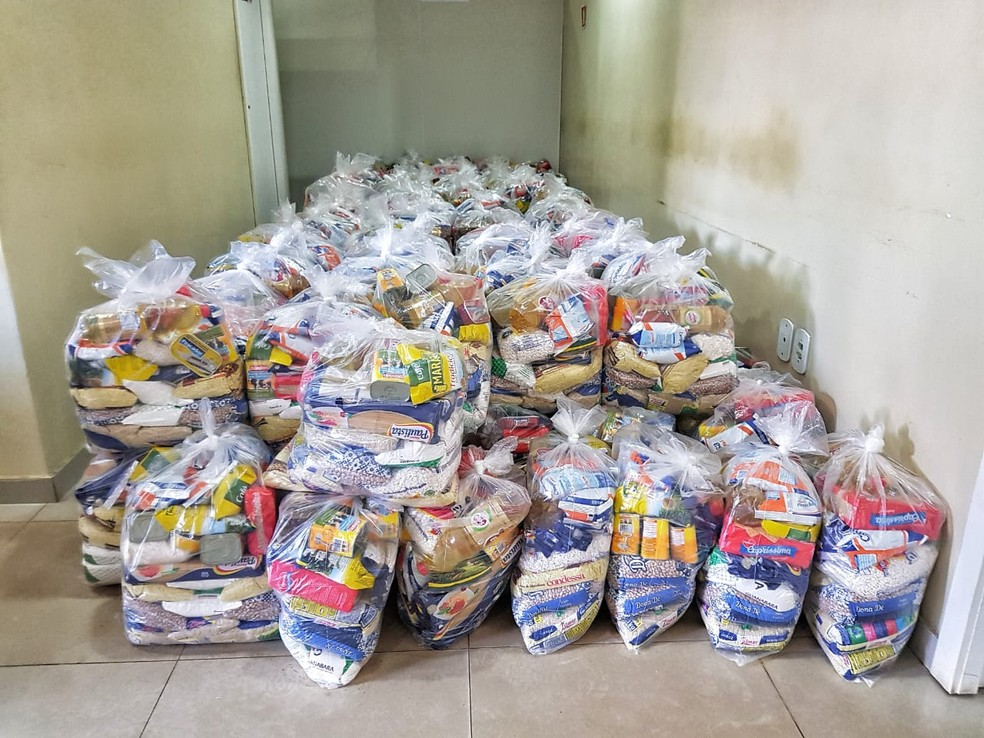 PM doa cesta básica para família de homem que assaltou para comprar comida